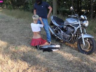 Motoradfahrer abgefickt