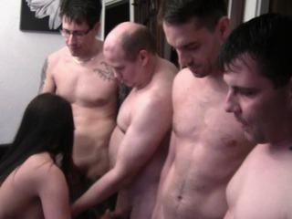 Extreme User Show! Von 4 Mann Gefickt!