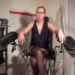 Ficklöcher Dehung in der Frauenarztpraxis
